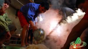 Men nồng: rượu Hoẵng, thịt chua đất Phiêng Luông
