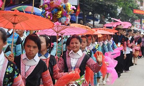 Kết quả hình ảnh cho chợ tình mộc châu