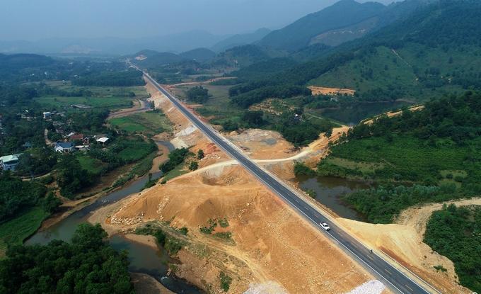 Đường 2.700 tỷ đồng nối Hà Nội - Hòa Bình trước ngày thông xe