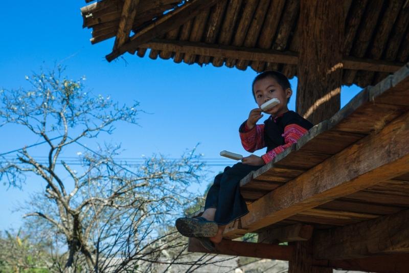 Mùa hoa mận trắng của người Mông bản Phiêng Cành - Ảnh 8.